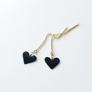 mini heart pierced errings or clip-on earrings <black>
