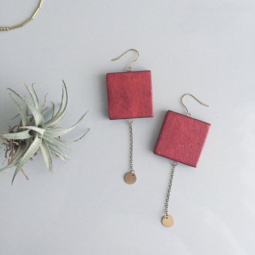 lucky money / red square wooden earrings