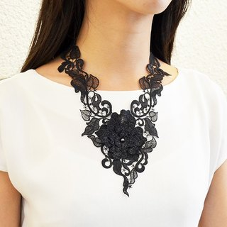 Charming embroidery necklace