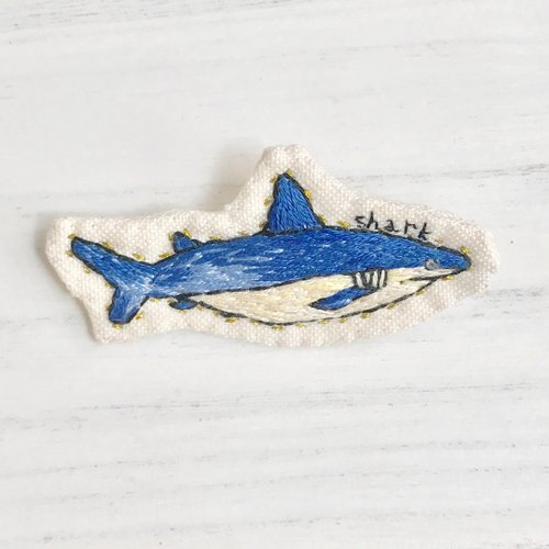 Shark brooch aiming at prey