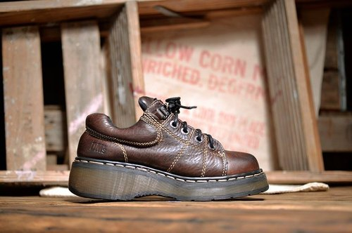 """Dr. Martens Shoes"" retro brown work shoes thick crust Martin DME06"