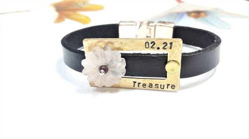 "Bracelet ◎**guest engraved word petal pink crystal leather bracelet ""Valentine's Day / Christmas gift"" customization"