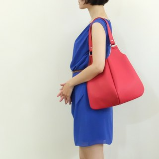 Paris small apple leather side back four-leaf bag is not glare temperament red