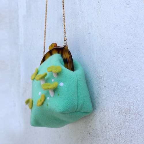 Ke people Original handmade felt shoulder bag diagonal package needle felting wool felt bag Buds package mini bag - mint green Red