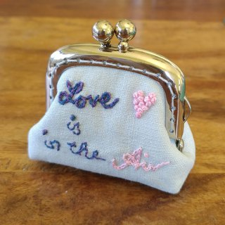 CaCa Crafts | Hand-embroidered mini-gold bag [Love is in the Air] - Customized orders
