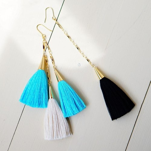 Also recommended one ear Tsukai. Silk yarn tassel earrings