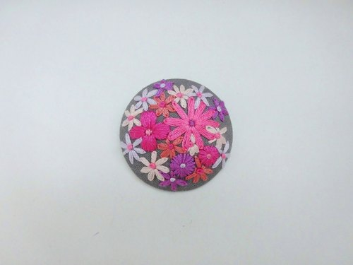 Pink flower handembroidery brooch