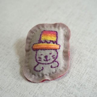 "Hand embroidery broach ""hat cat"""