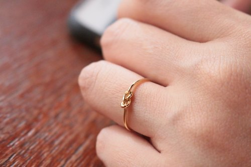 Brass knot ring circle