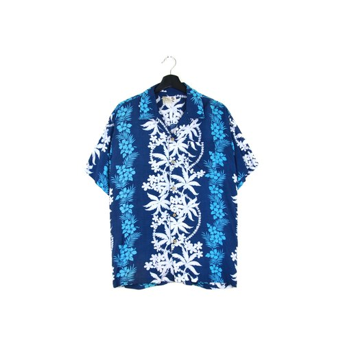 Back to Green :: dark blue staggered flowers / both men and women can wear / / vintage Hawaii Shirts (H-17)