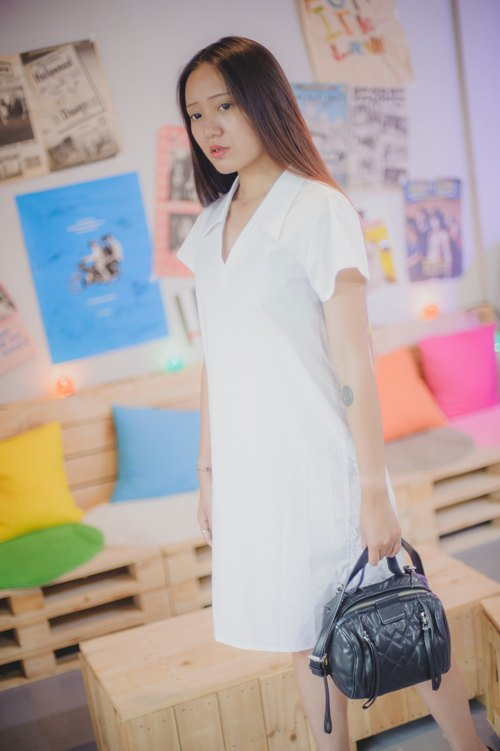 Mu Xu: V-neck shirt-style lace dress