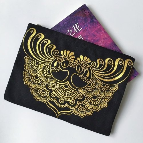 Hand-painted Clutch clutch bag cosmetic bag storage bag debris bag 3C tablet bag zipper bag hand-painted black and gold painted Henna Mandala design Mandala Zen Hanna Man pedicle about ethnic Indian painted canvas