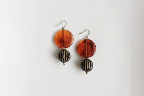 Semi-permeable amber antique resin earrings (only one)