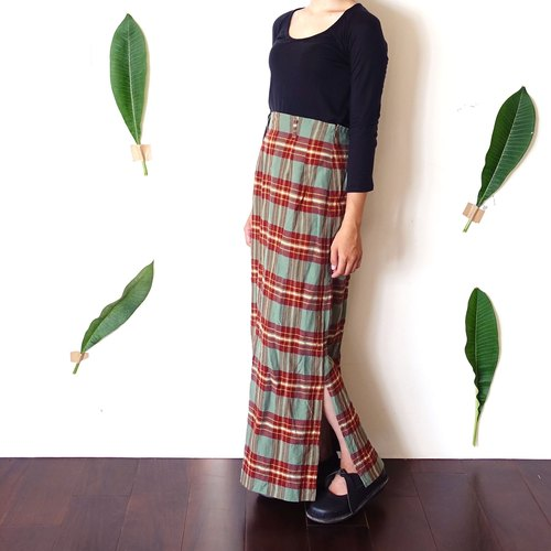 BajuTua / vintage / mixed red and green plaid wool skirt side to open fork