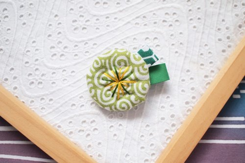 Spiral-small flower brooch of yellow-green