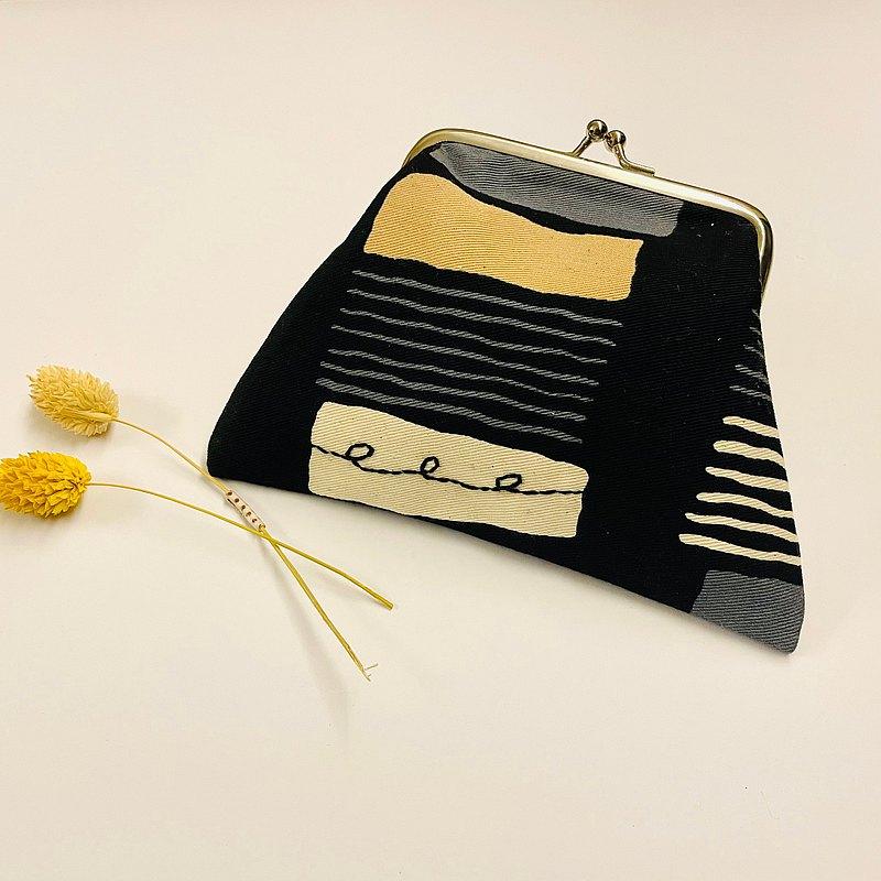 疊疊方塊。方型口金包。錢包化妝包耳機小物。刺繡。日本布