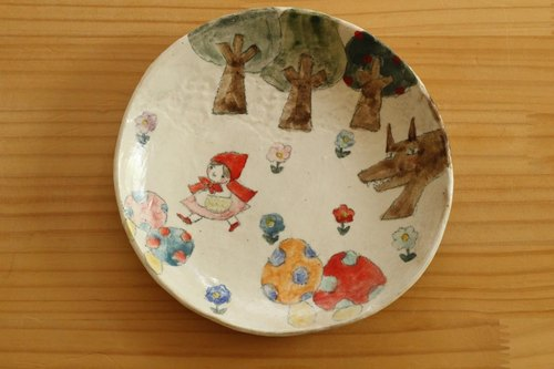 Powder drawing Little Red Riding Hood cake dish.