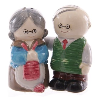 Happy retired grandparents salt and pepper pot set