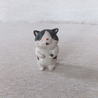 Cat - black and white 陶 small pottery cat