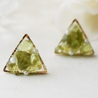 Peridot natural stone and pearl earring / earring