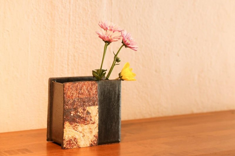 Square flower bowl (black glaze)