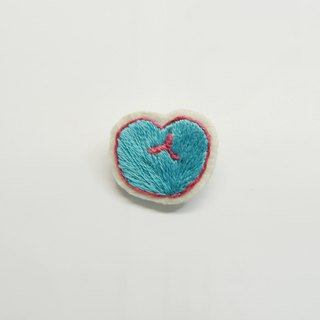 Sweetheart _ Hand-embroidered pin (sky blue)