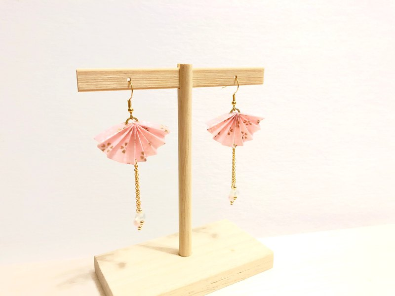 [Origami Earrings Series] Love Powder Sakura Paper Fan (can change ear clip)