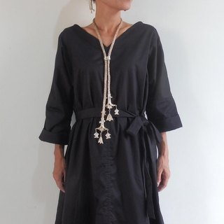 Sold one more / Simple dress of cotton satin [black]