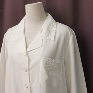 Vintage Japanese Elegant Flower Embroidered Lapel Pocket Loose White Long Sleeve Vintage Shirt