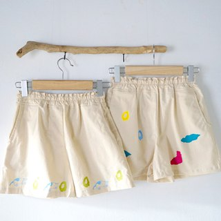 Kitty circle / smoke cloud hand-printing production of cute beige pocket shorts