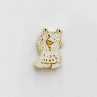 Thinking bear brooch