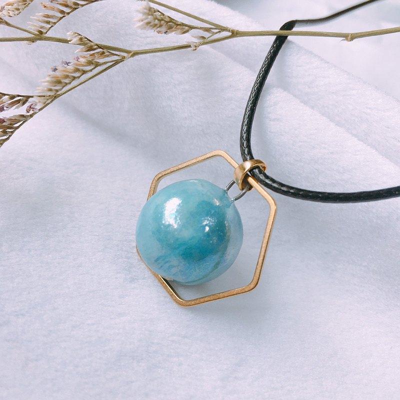 手作白瓷 香水精油項鍊  淺藍珍珠光 六角銅環 擴香