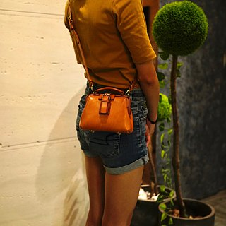 MOOS shoulder bag small doctor's bag Italian tanned saddle leather (tanned beige