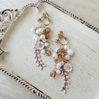 Clear floret and white pearl Earrings