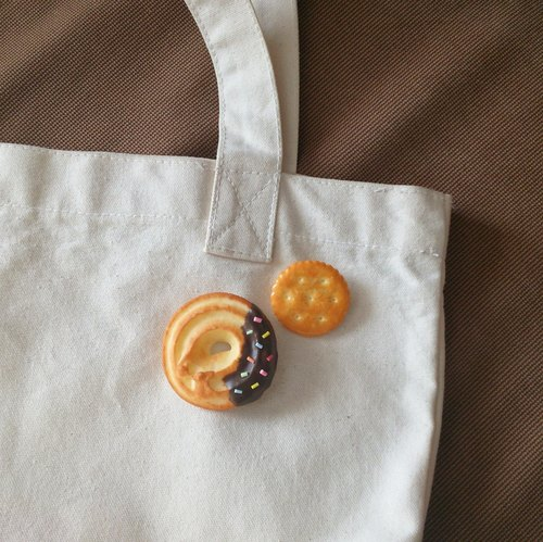 Chocolate Cookies / Brooches Set
