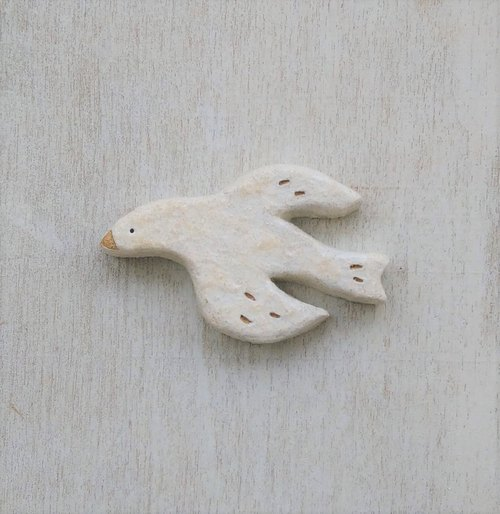 An empty white bird brooch (Large)