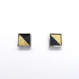 One centimeter square C-925 silver earrings on the ear