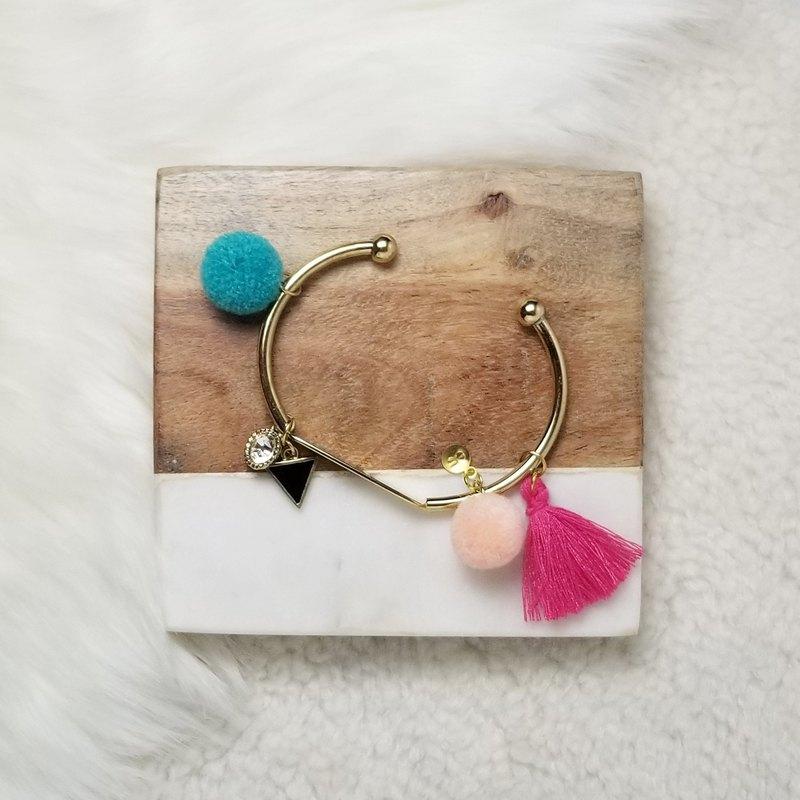 小毛絨球流鬚和金屬吊飾金手環 (翡翠綠/粉紅)