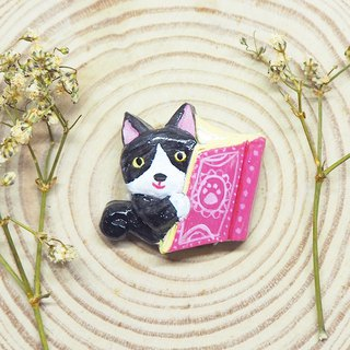 Cat and book handmade brooch