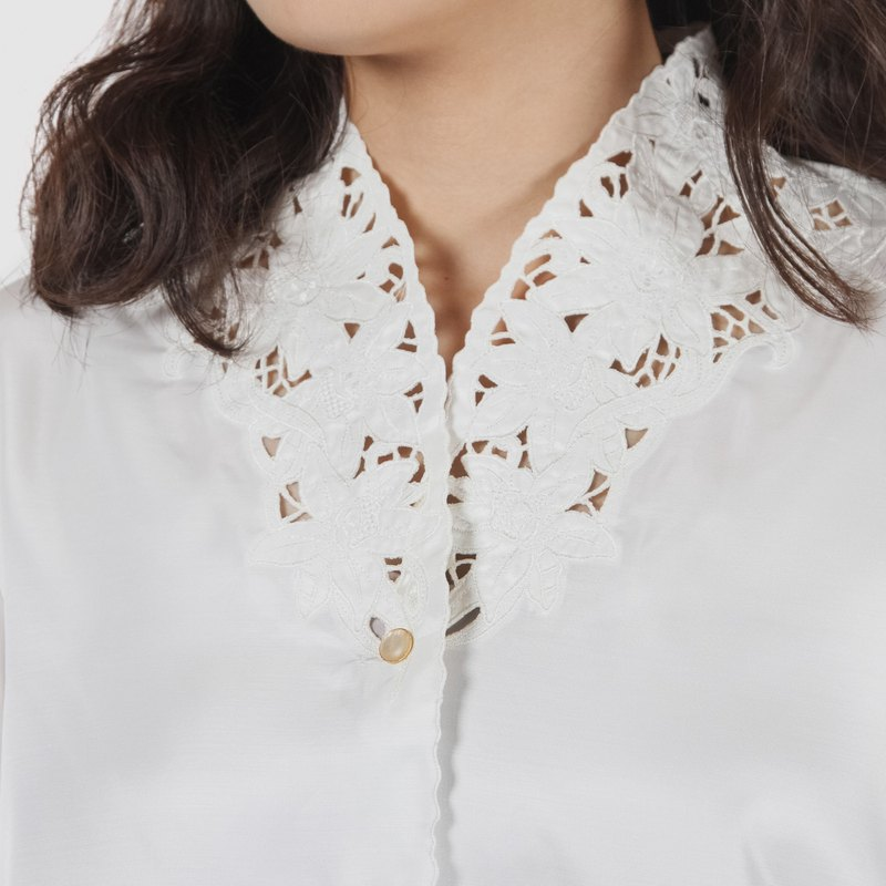 [Egg Plant Vintage] Snow Shadow Narcissus Embroidery Stand Collar Shirt