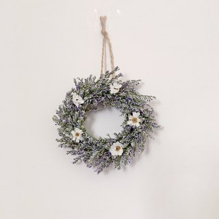 | White flowers in the field | Dried flowers. Mini wreath. Give yourself a small gift