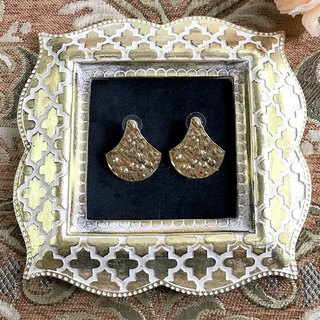 Golden vintage metal fan type antique earrings BKA047