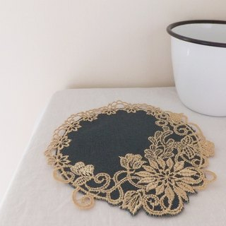 Four seasons'  embroidered coasters:Autumn----Chrysanthemum