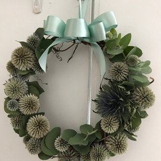 Mountain windproof sable and eucalyptus leaves dry wreath 23 cm