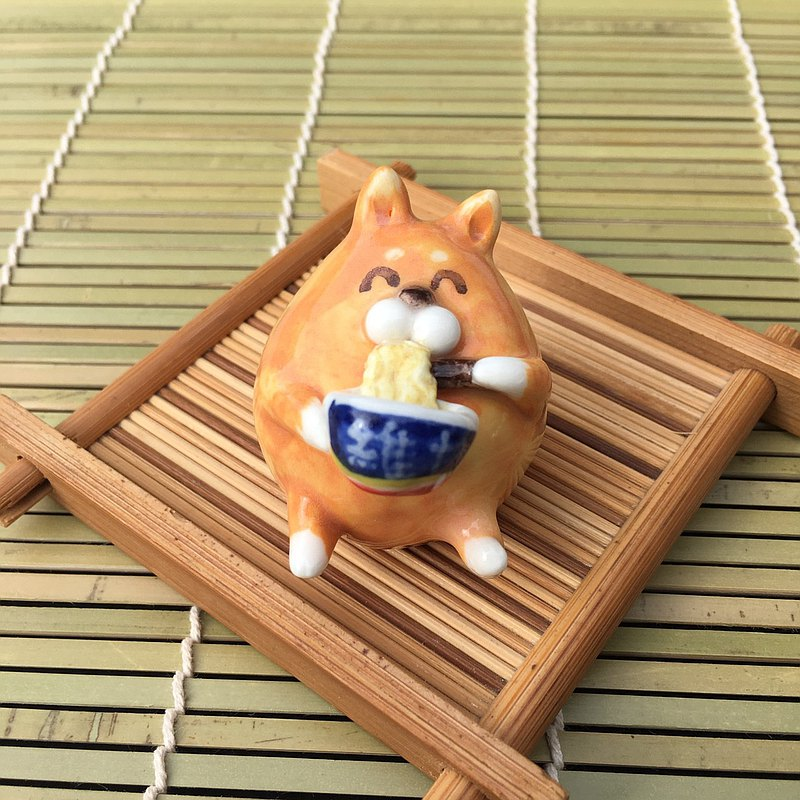 手作動物陶瓷偶-大快朵頤的柴柴