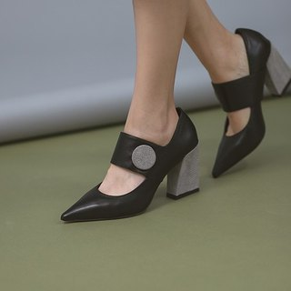 Modern and modern round buckle decorated leather pointed shoes gray black