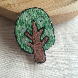 C'est trop Mignon \\ handmade embroidery embroidery * just a tree pin