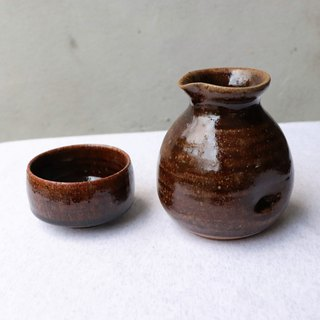 Deep brown sauce color sake set