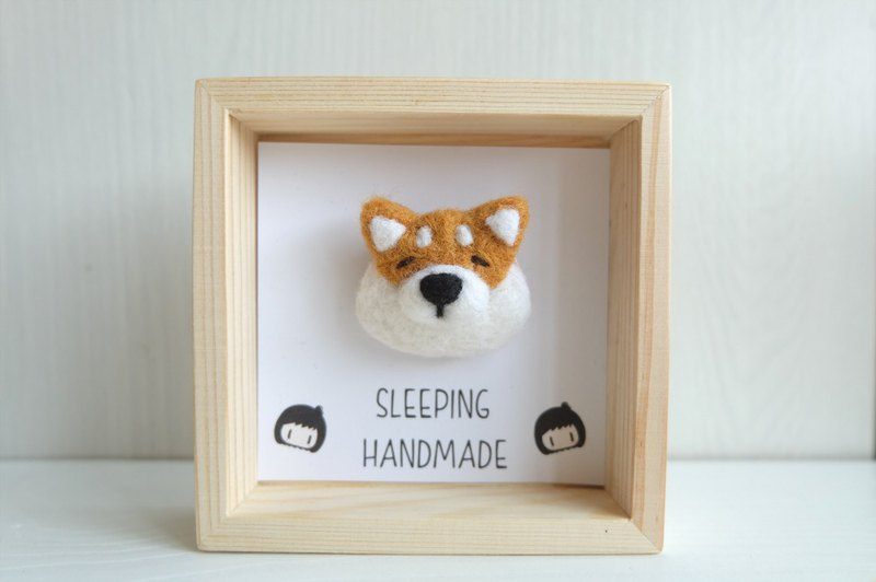 Sleeping original handmade [wooden frame] with small brooch 哒 ornaments / pendant