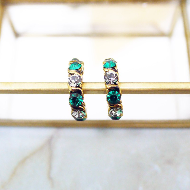 Gray-green treasure retro fashion earrings